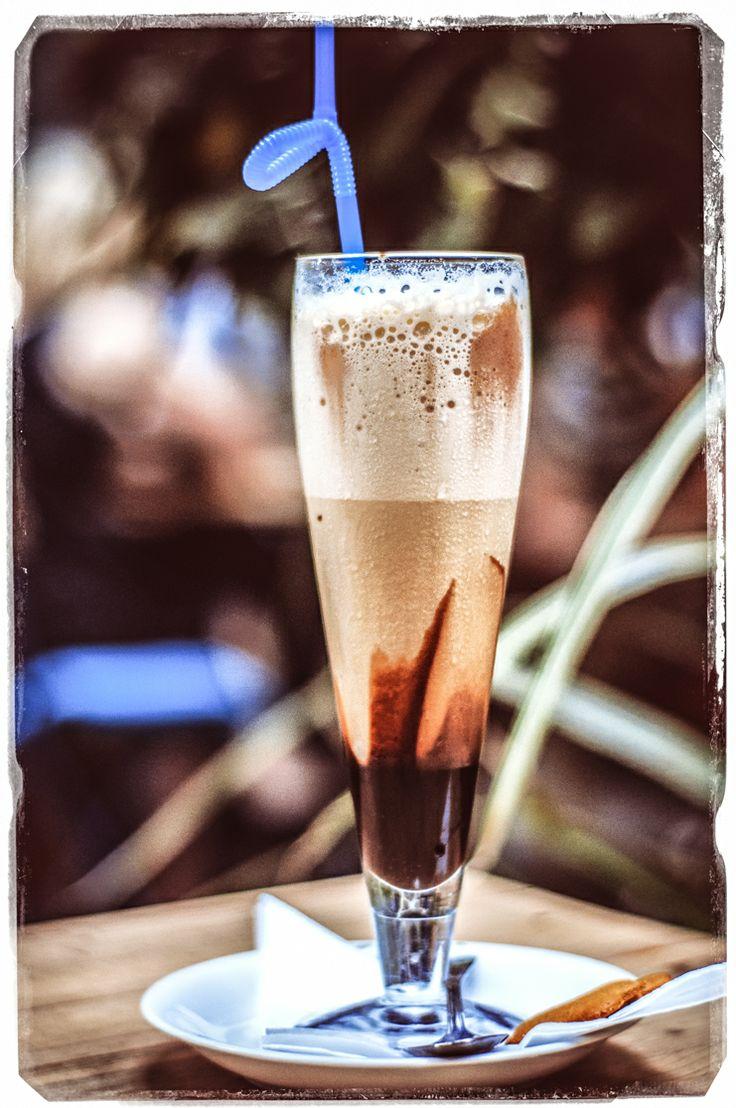 Mrożona kawa zamiast gazowanej wody z farbką.