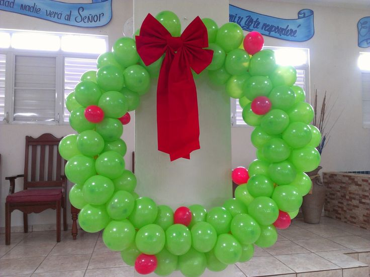 Good Christmas Balloon Decorating Ideas Part - 6: Giant Christmas Balloon Wreath - Creative Ideas For Christmas Balloon Art!  Fun DIY Holiday Decorations That Turn Your Home Or Party Into A Festive  Winter ...