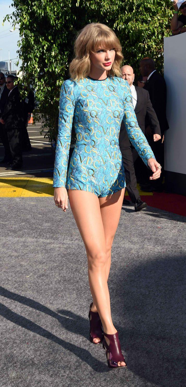Los 40 espectaculares años de Charlize Theron | Dresses my ...