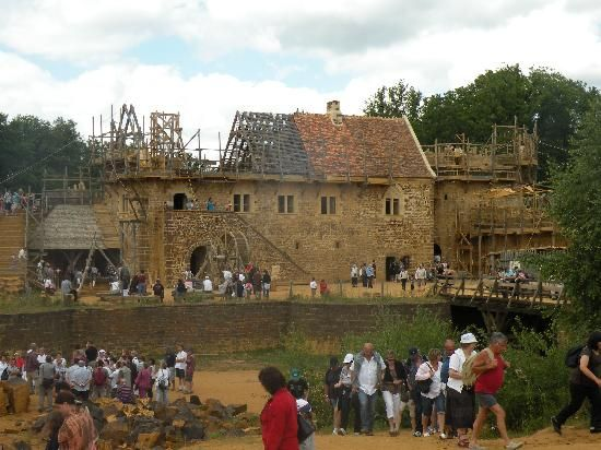 Guedelon Castle - Treigny - Yonne - Reconstitution - construction château