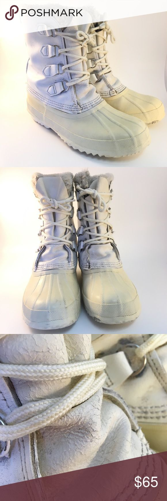 Sorel Manitou White Snow Boots size 9 Sorel manitou white snow boots size 9  They have cracking/wear Sorel Shoes Winter & Rain Boots