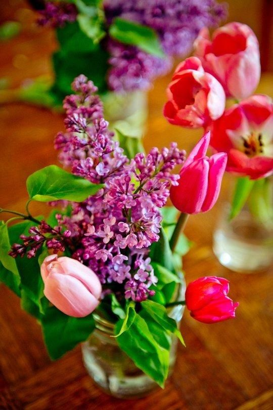 5 Tips to Help You Turn Store-Bought Flowers into Pretty Table Arrangements: Spring Vegetarian, Spring Flowers, Stores Bought Flowers, Parties Plans, Flowers Arrangements, Pretty Tables, Pretty Flowers, Plants Natural Flowers Etc, Vegetarian Dinners