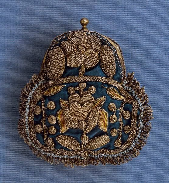 Purse (ca.1680) with goldwork embroidery on a silk or linen base. From the Pragmatic Costumer blog