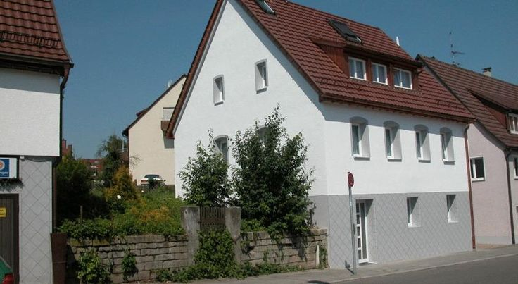 Das Apartmenthaus Stuttgart This apartment house offers soundproofed apartments with free internet access and free parking. It is in the Plieningen district, just 5 minutes from Stuttgart Airport and the exhibition centre.