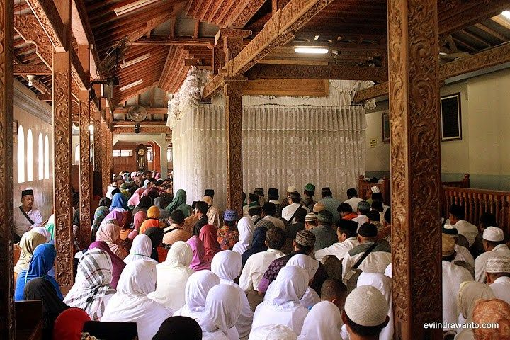 Wisata religi ke Makam Sunan Muria #Kudus http://goo.gl/Jejh3Y