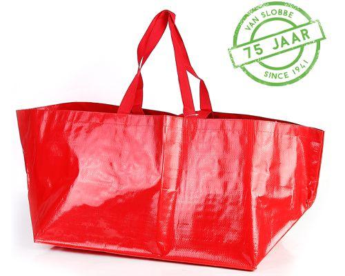 Handige grote tassen zoals de Ikea Boodschappentassen. Deze tassen kun je all-over bedrukken. Ook leuk met een kerstmotief zodat je gelijk een handige verpakking hebt.
