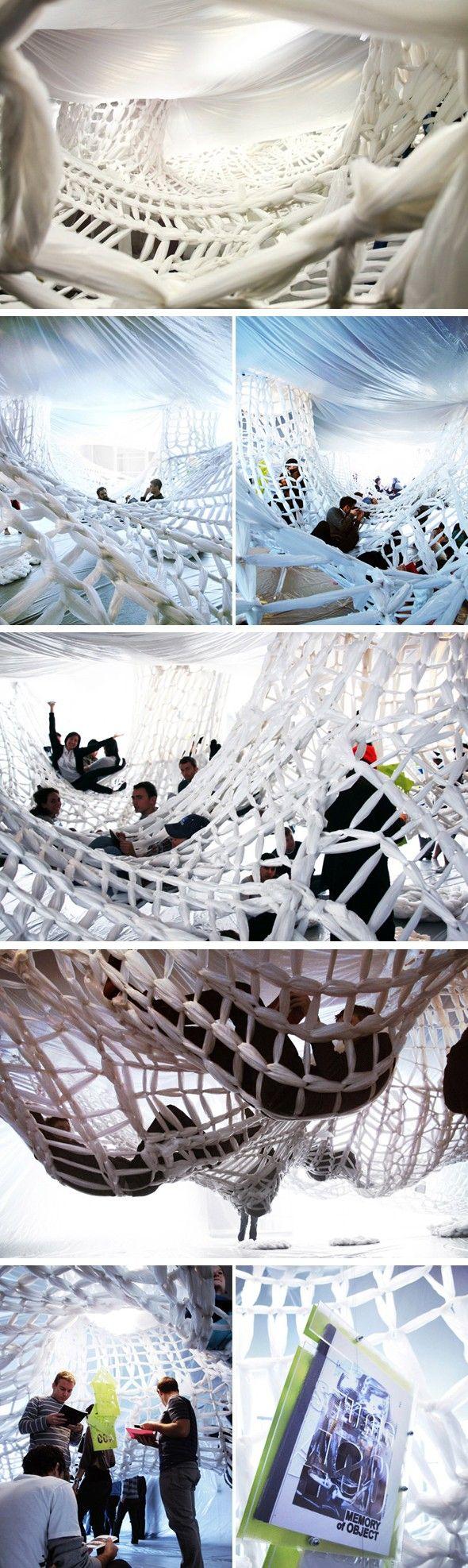 Voici quelques images de l'installation « white book », réalisée par studio 400.