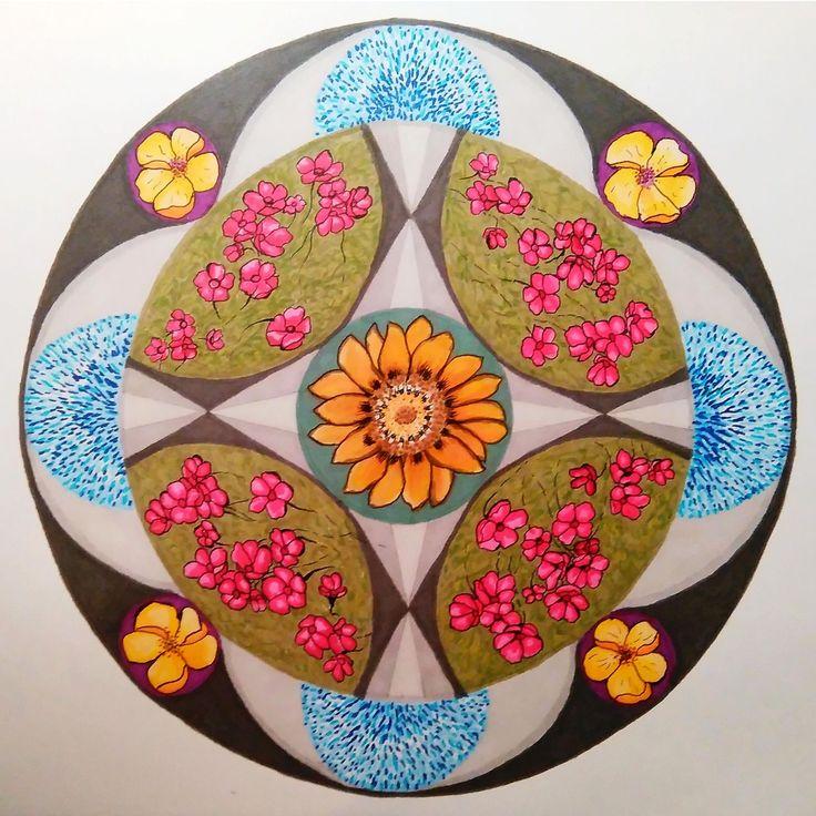 """""""Bloemen Mandala"""" doorsnee 29 cm. Getekend met ProMarkers. """"Flower Mandala"""" size 29 cm. Drawn with ProMarkers."""