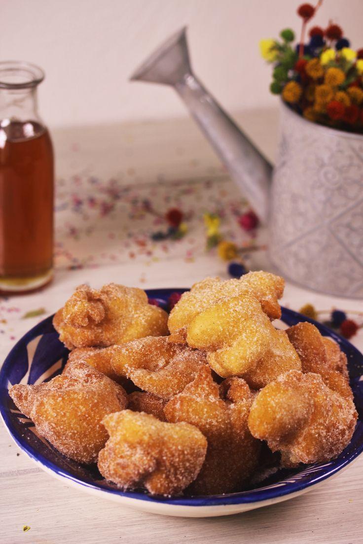 Prepara estos deliciosos buñuelos de viento. Son muy fáciles de hacer y tienen un rico sabor a canela con vainilla. Tienen una textura crujiente por afuera y suave como la de un pan por adentro. No dejes de probarlos. ¡Te encantarán!