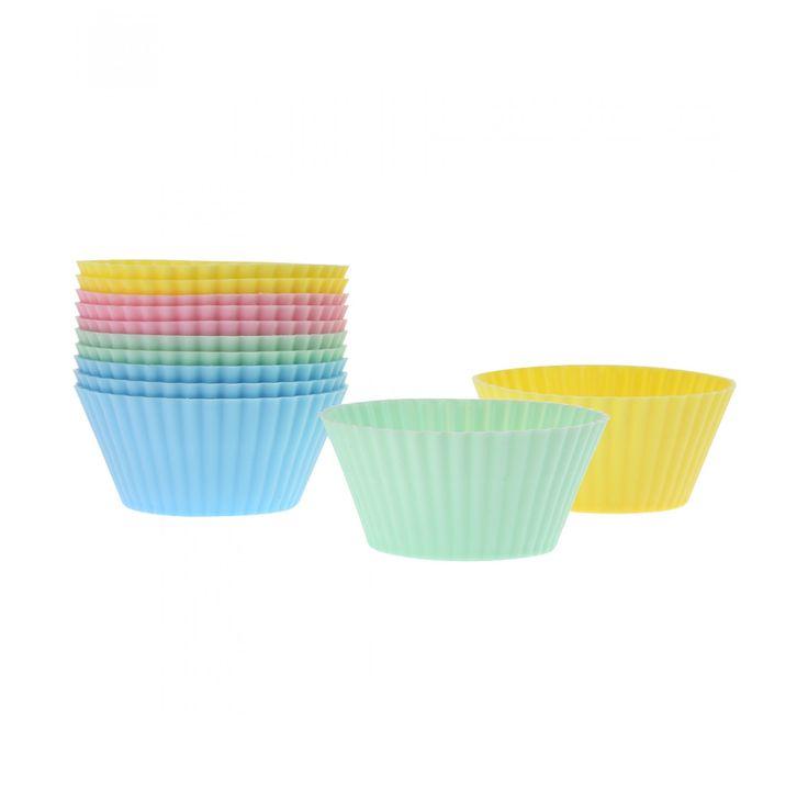 Capacillos Wilton para cupcakes elaborados en silicón color azul verde amarillo y rosa.