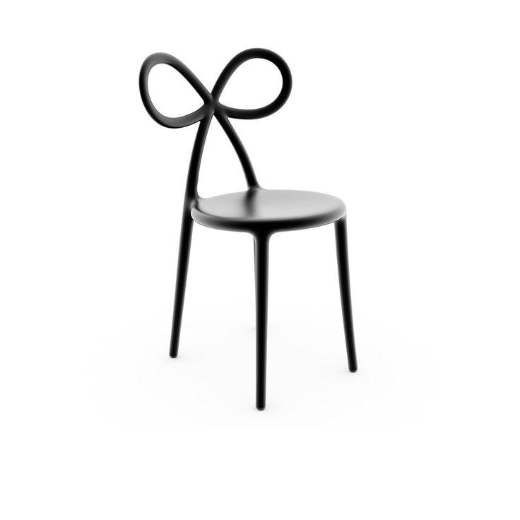 Chaise Noeud Noir - Nika Zupanc, designer slovène à l'univers girly et décalé, signe la chaise Noeud. Création design qui affirme un esprit résolument ludique et iconoclaste, cette pièce de mobilier dévoile une assise en toute simplicité, rehaussée par un dossier qui évoque la forme de rubans subtilement entrelacés ! Véritable chaise design, elle séduit par sa silhouette féminine et audacieuse, et s'invite comme pièce phare dans votre décoration intérieure !