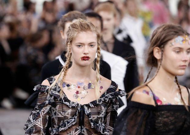 Сушеные цветы вместо хайлайтеров, румян и губных помад?   Vogue Ukraine