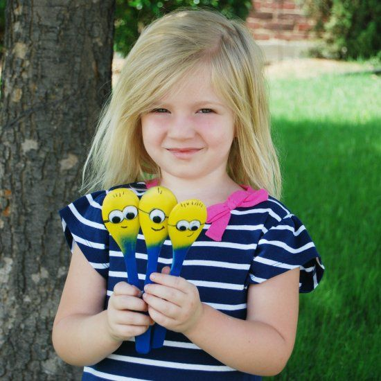 Turn wooden spoons into Minion puppets for pretend play with your kids!