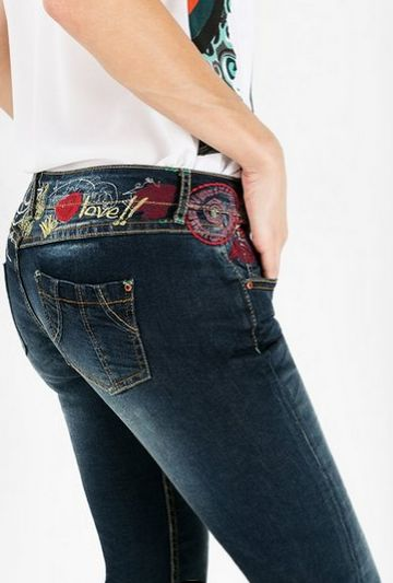 Regular fit jeans with embroidered details along the waist and a red tab on the back pocket that will get you noticed.