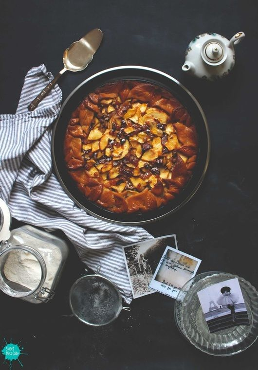 Deze appeltaart is minstens net zo lekker als de klassieke variant, maar net even anders (en gezonder!) doordat er geen gebruik is gemaakt van geraffineerde suikers en de gewone bloem is vervangen door speltmeel. Het recept is afkomstig van Sweet Miss Cake. Meng in een kom het meel met het zout, de bakpoeder, het ei, de […]