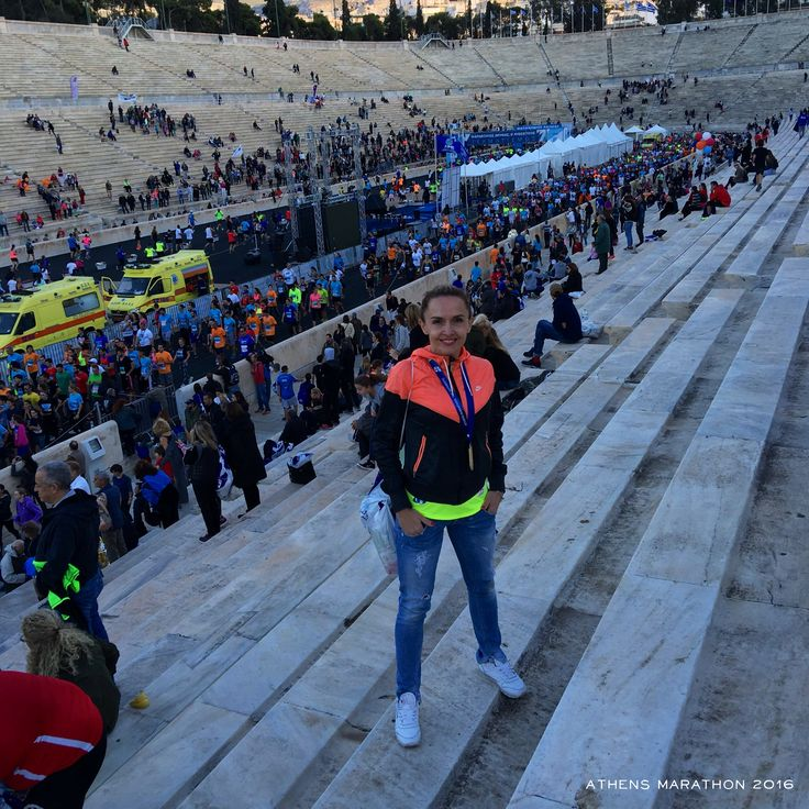 Na prvý maratónsky beh som sa pripravovala zodpovedne. Už dávno som snívala, že ten prvý bude proste v Aténach, kde to celé vzniklo.  Celučký som si ho vychutnala, užívala a pri 38km som si zrazu uvedomila, že už bude koniec a mne sa končiť nechcelo. Nádherné počasie, slnko hrialo v pomyslení že u nás doma je pod nulou a zima zimovitá.   Atmosféra Aténskeho maratónu vás jednoducho dostane 🇬🇷  42,195km 👣👟  www.spalovnatukov.sk