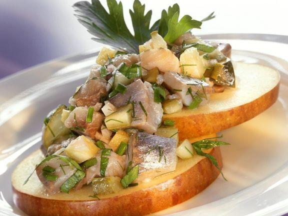 Matjessalat mit Apfel ist ein Rezept mit frischen Zutaten aus der Kategorie Kernobst. Probieren Sie dieses und weitere Rezepte von EAT SMARTER!