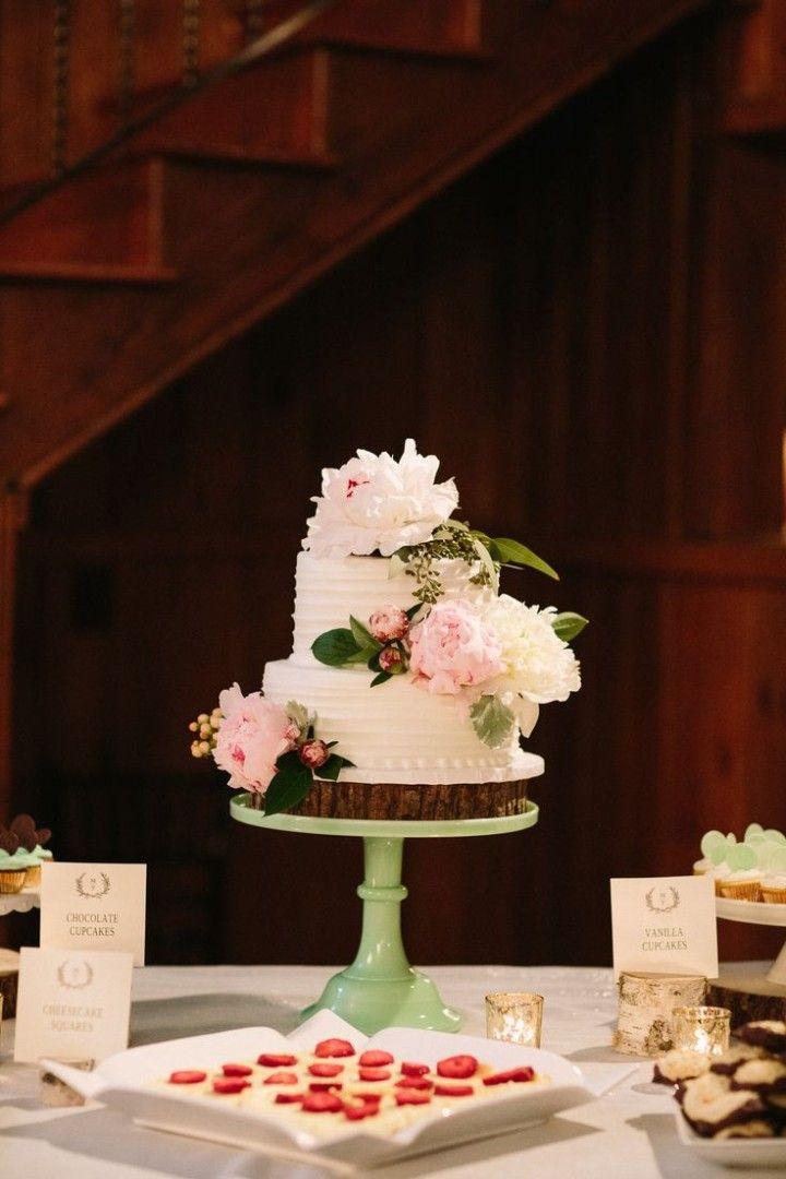 floral wedding cake; photo: Julia Wade