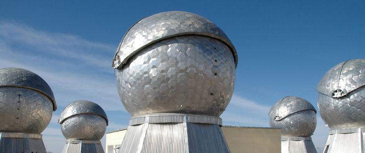 Система контроля космического пространства. Таких систем в России будет всего четыре — в Калининграде, на Дальнем Востоке и в Крыму, и первый сдан на Алтае. Его совместно обслуживают гражданские и военные, эта система позволяет обнаруживать космические аппараты, осколки, наноспутники, космический мусор  #КосмосНаш