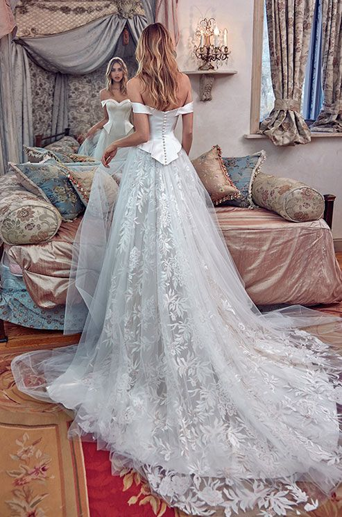 Galia Lahav Le Secret Royal Wedding Dresses 2017 01b_detail / http://www.deerpearlflowers.com/galia-lahav-2017-wedding-dresses-le-secret-royal/