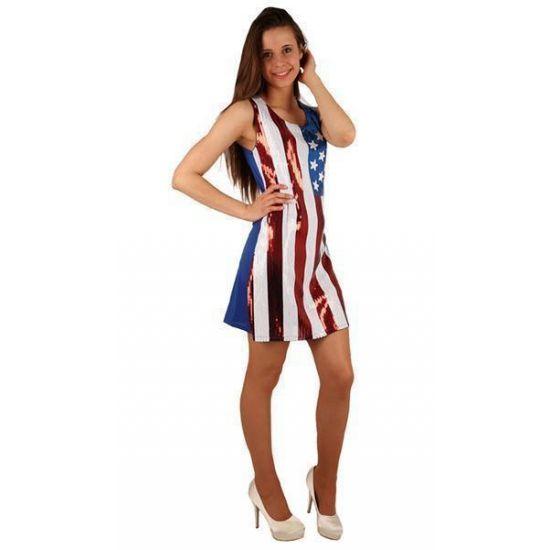 Amerikaanse vlag pailletten jurk. Deze jurk heeft een met pailletten versierde Amerikaanse vlag op de voorzijde van de jurk. Aan de achterzijde is de jurk blauw effen gekleurd.
