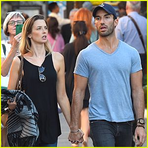 #This 'Jane the Virgin' Fan Catches Justin Baldoni & Wife Emily Foxler Holding Hands During Holidays! --- More News at : http://RepinCeleb.com #celebnews #repinceleb #CelebrityUpdates