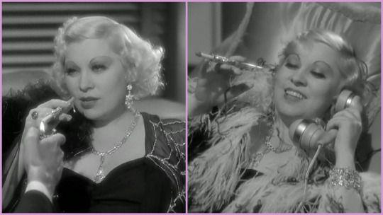 "Mae West used decorated piece in I'm No Angel (1933) / Мэй Уэст с блискуче-гламурным вариантом в ""Я не ангел""."