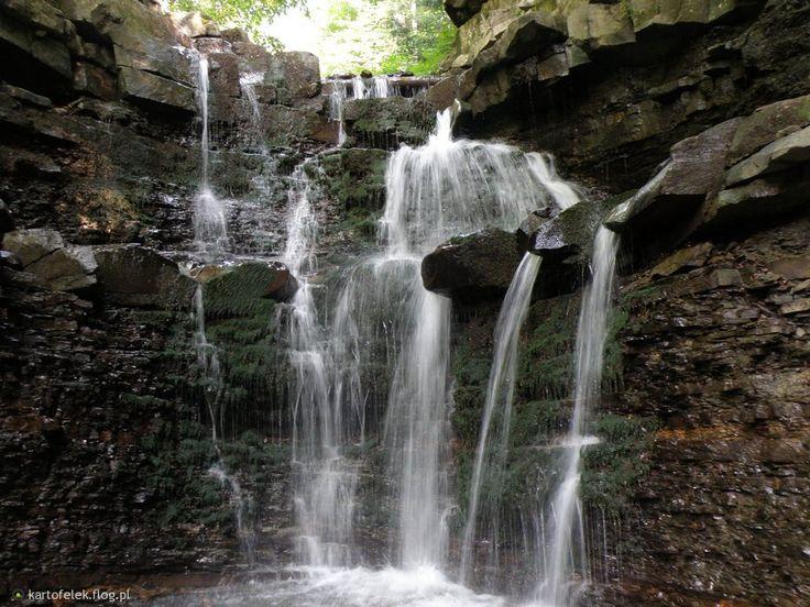Wodospad na Mosornym Potoku jest jedną z atrakcji czekających na turystów w okolicach Zawoi. Wodospad leży przy niebieskim szlaku prowadzącym z Zawoi Mosorne na Halę Śmietanową i dalej na Kiczorkę. Pomimo niewielkiego oddalenia od zabudowań mieszkalnych, wąwóz potoku położony jest w ustronnym zakątku schowanym w lesie.