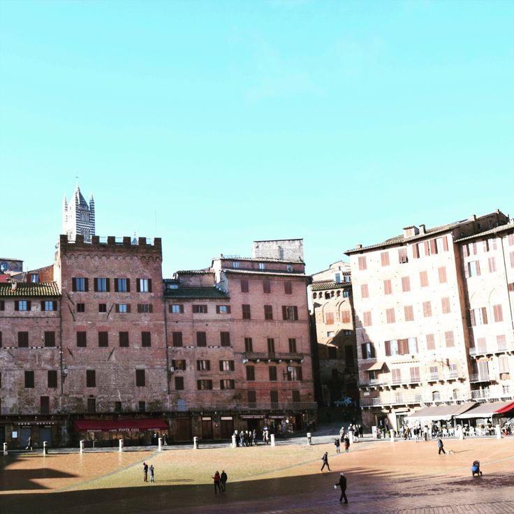 When travelling to Florence and Tuscany, don't miss Siena - a beautiful jewel of the region #siena #italy #italia #tuscany #toscana #nocrowds #travel #vacation #experienceitaly #messengertravel