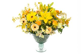Yellow flowers reception arrangement by Atelier Floristic Aleksandra