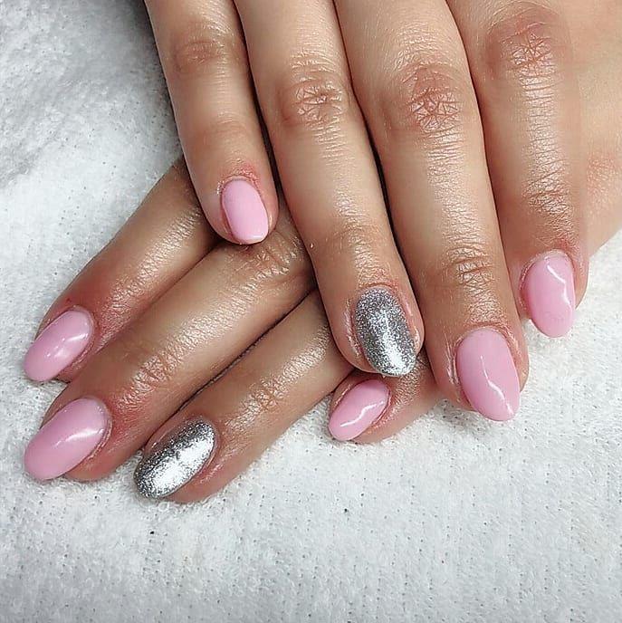 Uñas de gel rosas. #manicura #manicure #nails #uñas #gelnails #uñasgel  #uñas #beauty #revivenailbeauty #barcelona #beautysalon #nailsalon #pinknails #pink