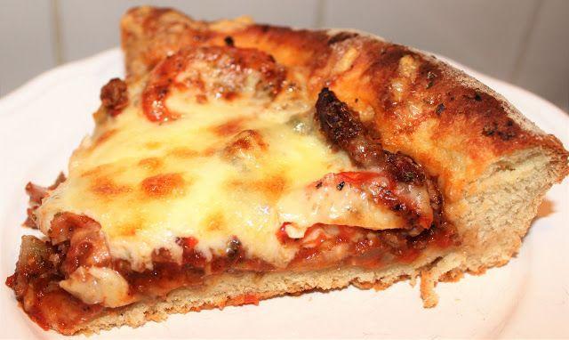 """""""Ihana iltapala, pizzan ja piiraan sekoitus, pohja ei kuitenkaan ole niin rasvainen kuin piirakassa yleensä, mutta kevyt tämä toki ei ole, m..."""