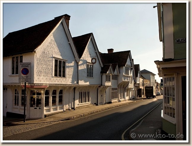 Sun Inn... Saffron Walden... Tom Hickathrift lives here.  Saffron Walden is a medium-sized market town in the Uttlesford district of Essex, England.