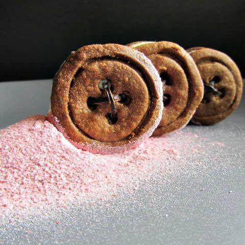 I biscotti di Frolla sablée alla liquirizia, mousse al limone, lampone frizzante  di Fabiana