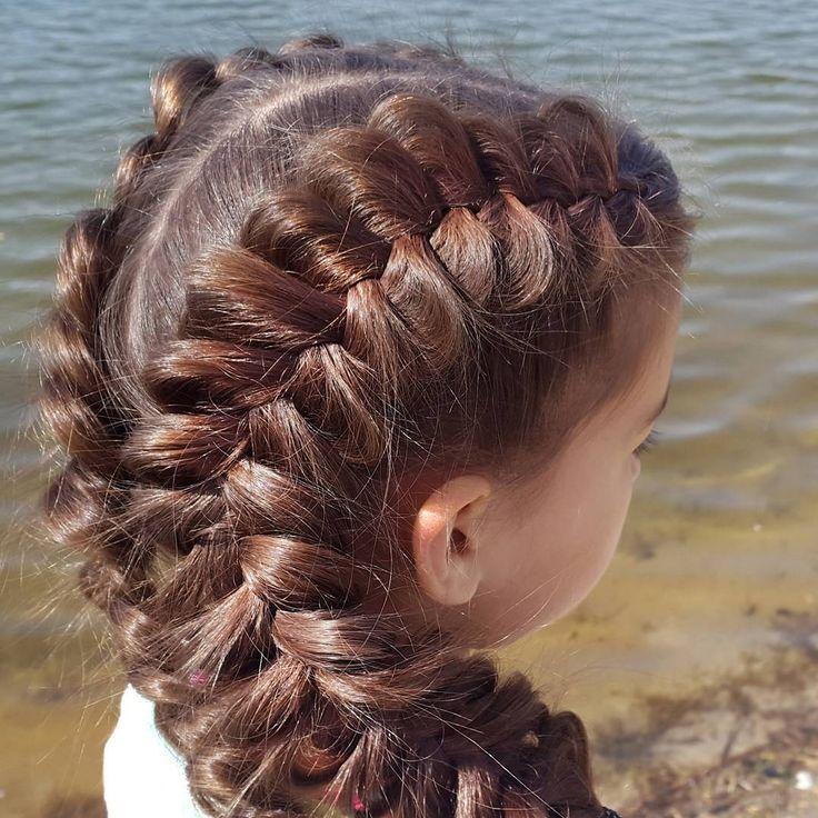 Суперобъемные голландские косы. // Voluminous dutch braids https://www.youtube.com/watch?v=oKuwZMY9Uus