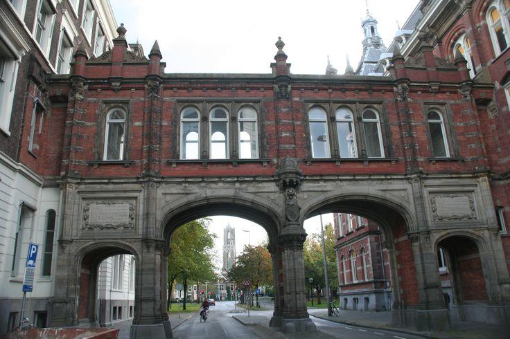 oude poort naar station Utrecht