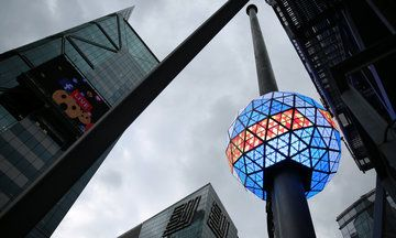The Only Times Square Live Stream You'll Need On New Year's Eve | The Huffington Post 2016.