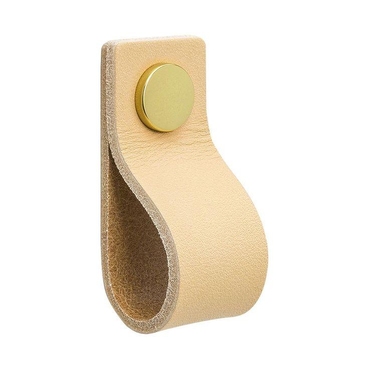 Loop handtag från Beslag Design. Här är ett elegant och lyxigt handtag med läder från Tärnsjö Garver...