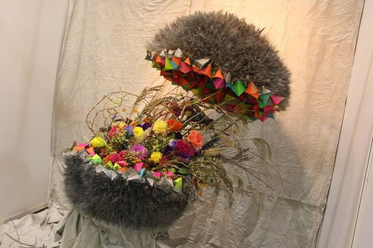 Virágkötészet mesterfokon: a virágkötő mestervizsgát nem osztogatják csak úgy, már a jelentkezésnek is komoly feltételei vannak. http://viragutazo.hu/viragkoteszet-mesterfokon/