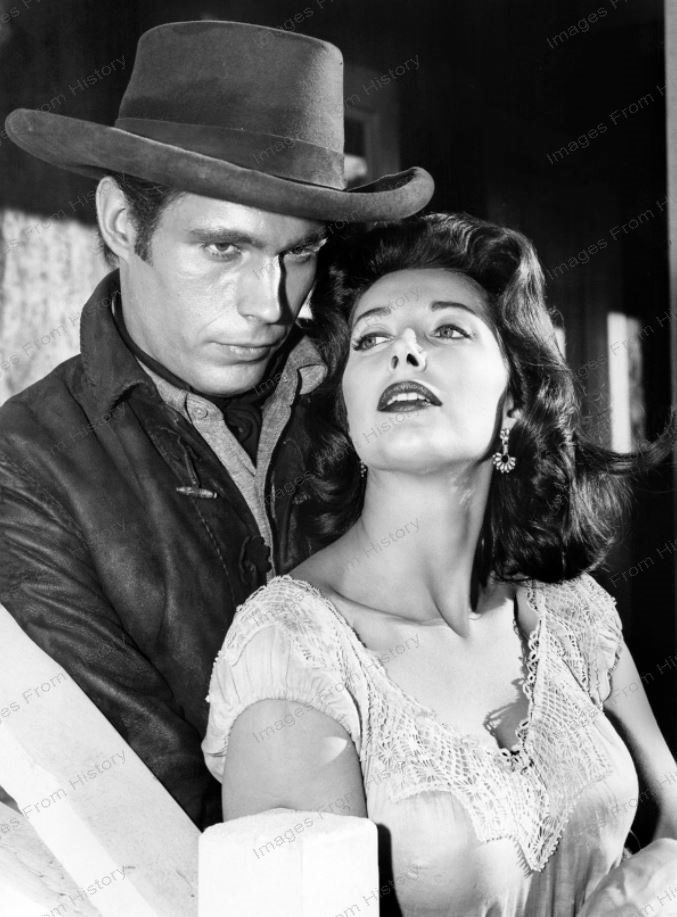 Midge Ware with Tony Young in Gunslinger (1961) | Western ...