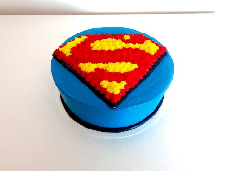 Cake with a Superman sign