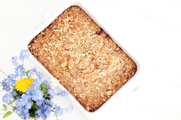 Pieczona owsianka kokosowa bez mleka to świetny przepis na pyszne i sycące śniadanie, które robi się praktycznie same - spróbuj i przekonaj się sama!