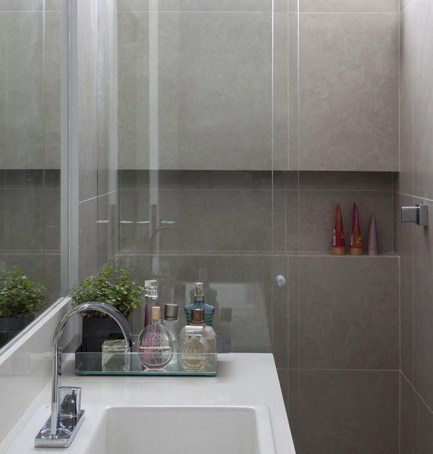 +1000 ideias sobre Banheiros Pequenos Na Cor Cinza no Pinterest  Casas De Ba -> Nicho Embaixo Da Janela Banheiro