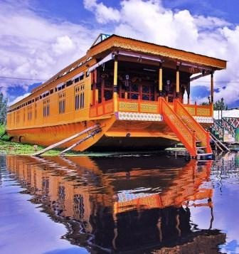 And our houseboat sat bathed in sunshine of the Dal Lake in Kashmir...smelling of cedar..and I have wanted to return ever since <3