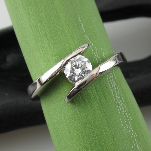 18ct White Gold and Diamond Solitaire Ring   Geoff Taylor Goldsmith