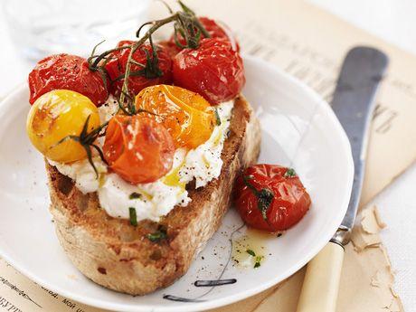Toast med getost och tomat