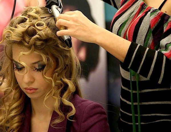 Acconciature da sposa: come valorizzare la naturale bellezza dei capelli ricci