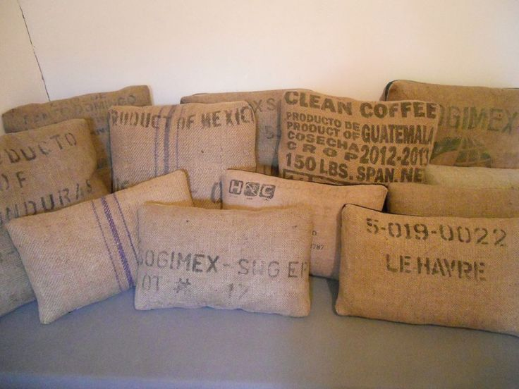 113 best relook recup objet jute images on pinterest canvases coffee sacks and hessian fabric - Coussin toile de jute ...