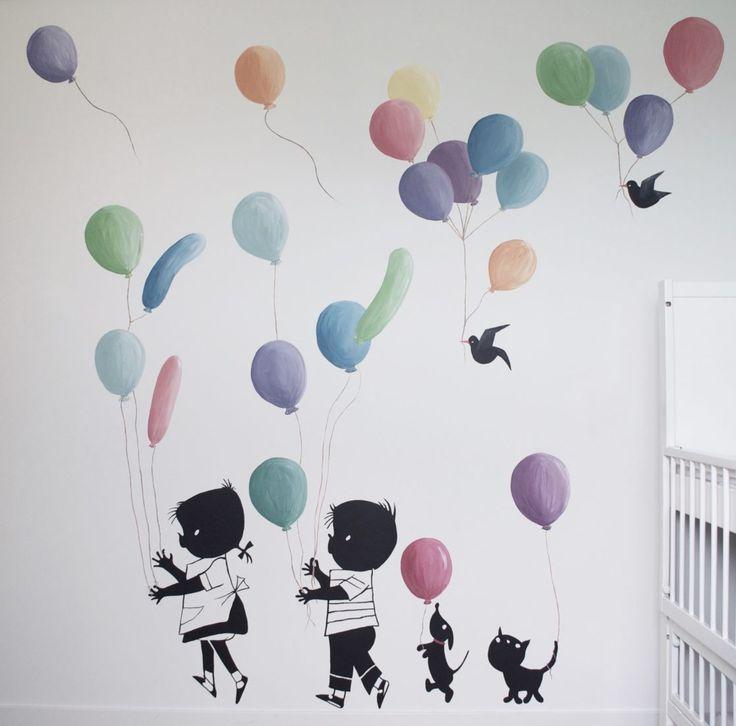 Wil je echt iets speciaals maken van de babykamer of kinderkamer? Een muurschildering maakt het persoonlijk en uniek! Miranda Maakt het Mooi heeft ruime ervaring met muurschilderingen voor kinder -en babykamers en heeft al veel muurschilderingen gemaakt met Jip en Janneke. Alle plaatjes van Jip en Janneke zijn mogelijk maar een van de favorieten is toch wel Jip en Janneke met ballonnen. Deze schildering pas ik aan op de bruikbare ruimte in de kamer. Ook kan ik de kleuren van de ballonnen…