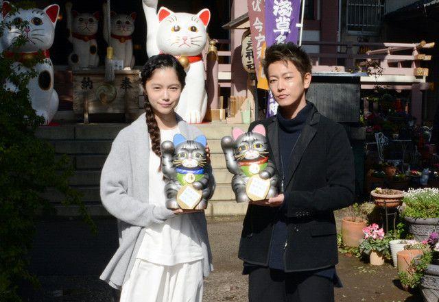佐藤健と宮崎あおい、招き猫発祥の地で「世界から猫が消えたなら」ヒット祈願 - 映画ナタリー